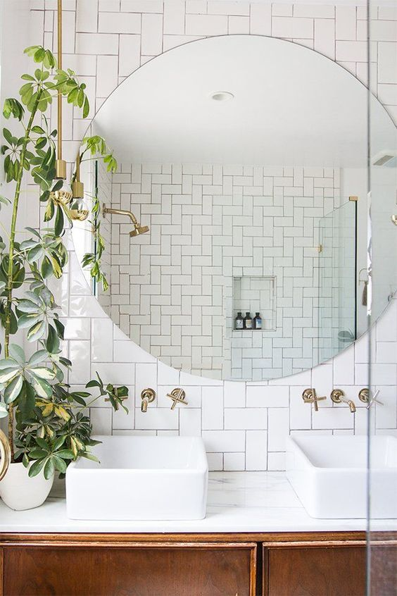 Updating your bathroom with decorative accessories
