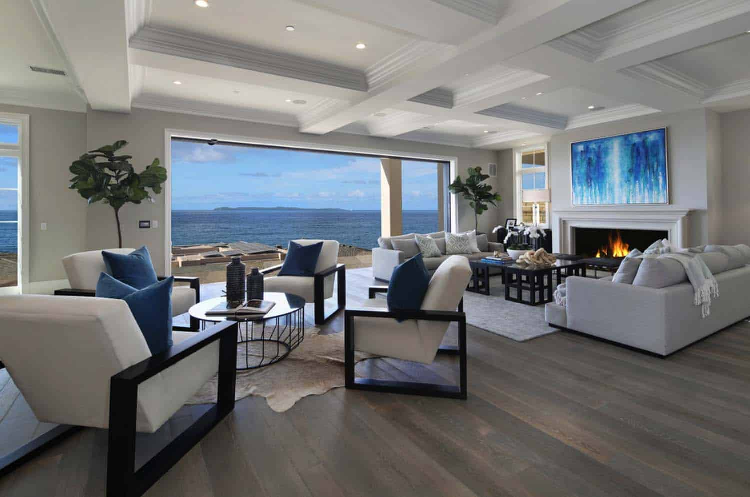 Get The Look: Dreamy Beach House Interiors - Jessica Elizabeth on House Interior Ideas  id=79151