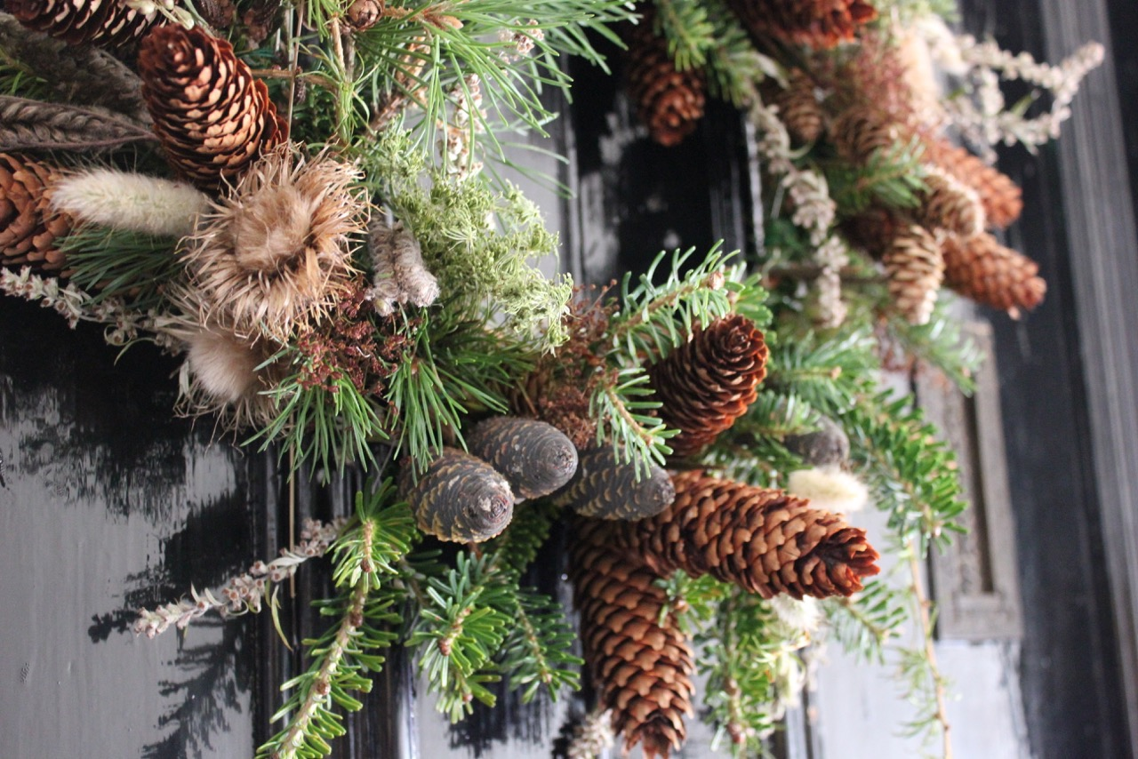 the wreath - a transitional interior accessory