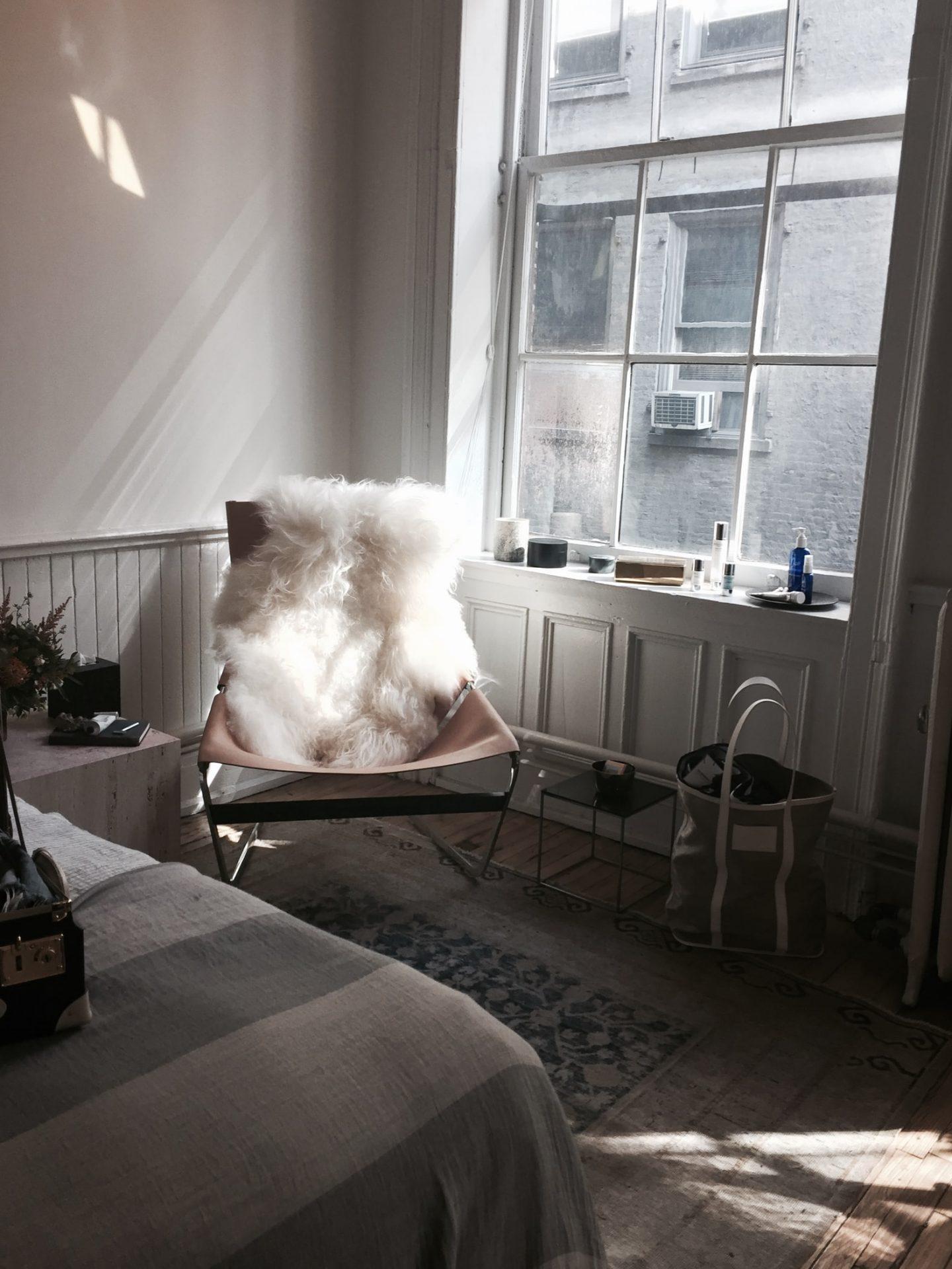 create a vintage theme bedroom